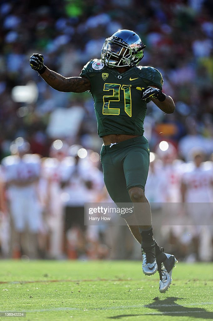 Running back <a gi-track='captionPersonalityLinkClicked' href=/galleries/search?phrase=LaMichael+James&family=editorial&specificpeople=5532594 ng-click='$event.stopPropagation()'>LaMichael James</a> #21 of the Oregon Ducks celebrates his one-yard touchdown run in the first quarter against the Wisconsin Badgers at the 98th Rose Bowl Game on January 2, 2012 in Pasadena, California.