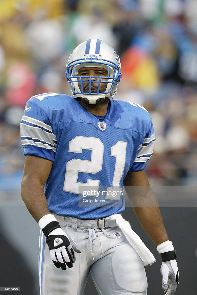 Running back Lamont Warren #21 of the Detroit Lions stands on the field before the NFL game against the Carolina Panthers at Ericsson Stadium on September 15, 2002 in Charlotte, North Carolina. The Panthers won 31-7.