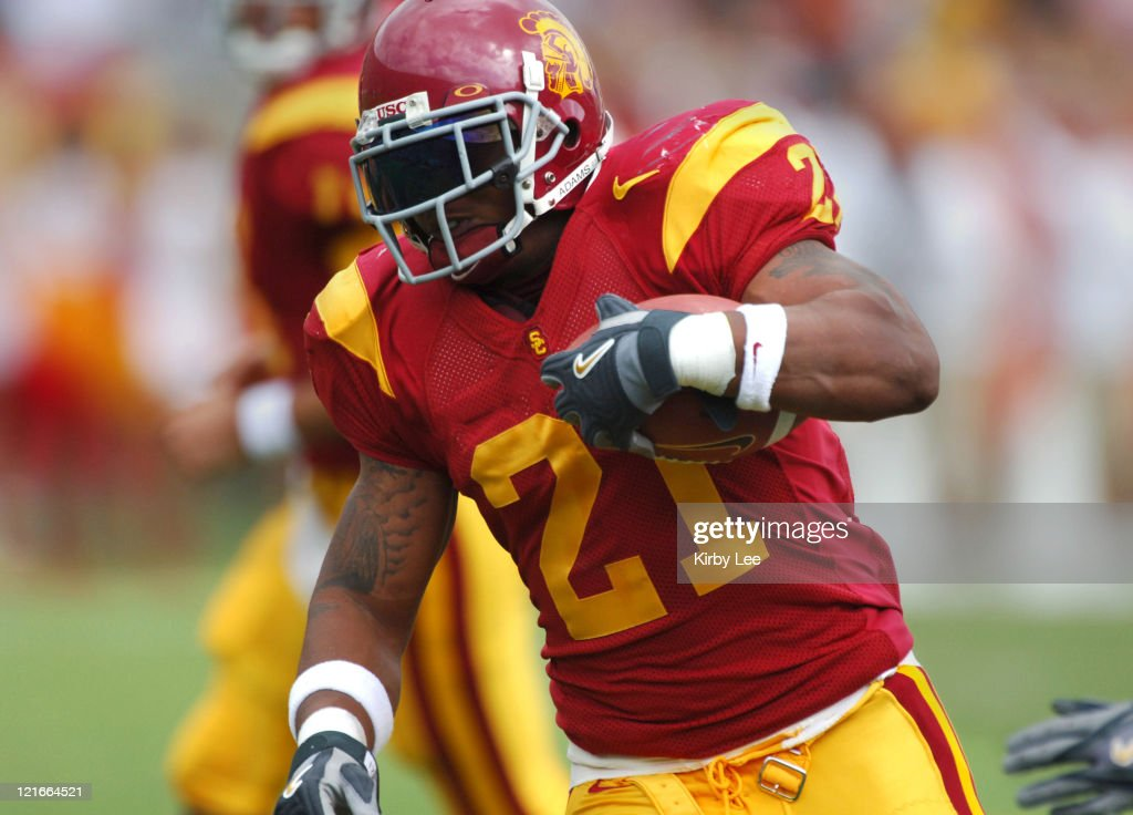 USC running back LenDale White heads up field during 42-21 victory over Arizona in Pacific-10 Conference football game at the Los Angeles Memorial Coliseum on Saturday, October 8, 2005.