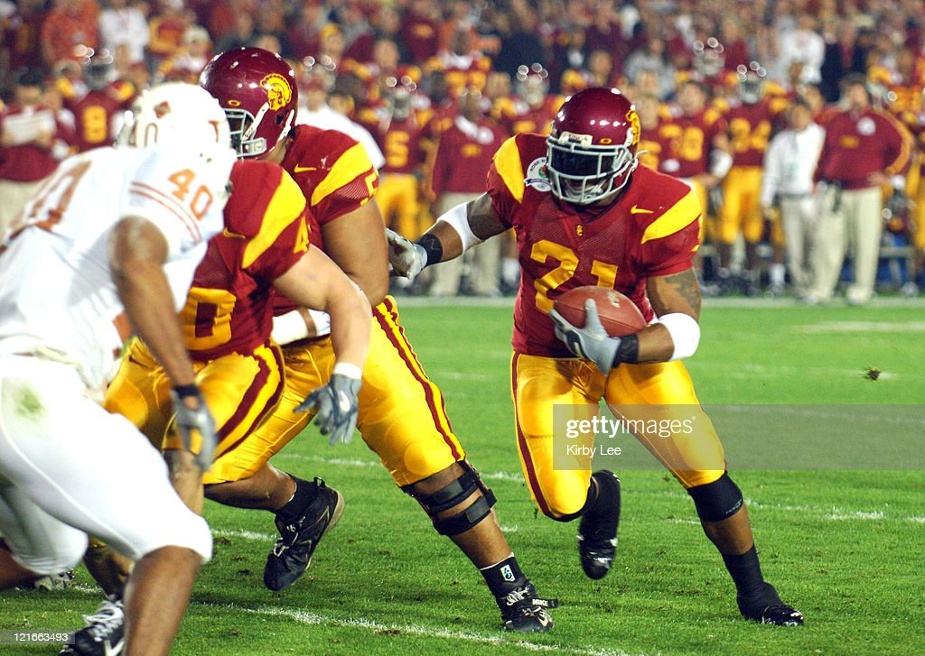 USC running back LenDale White scores on a 4-yard touchdown run in the first quarter of 41-38 loss to Texas in the 2006 Rose Bowl game at the Rose Bowl in Pasadena, California on January 4, 2006.