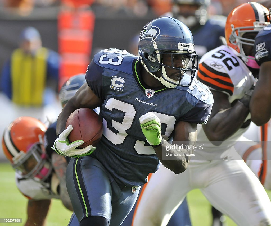 Running back Leon Washington of the Seattle Seahawks runs the ball during a game with the Cleveland Browns at Cleveland Browns Stadium in Cleveland...