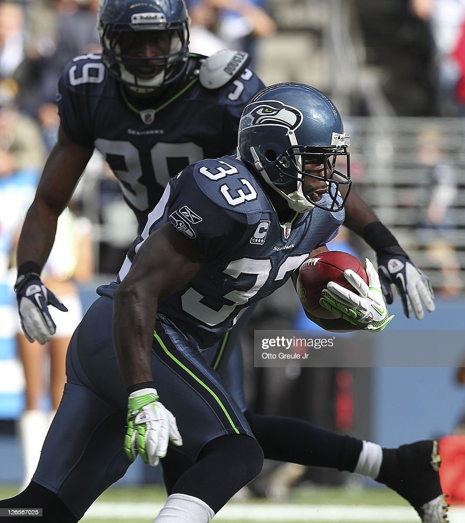 Running back Leon Washington of the Seattle Seahawks rushes against the Arizona Cardinals at CenturyLink Field on September 25 2011 in Seattle...