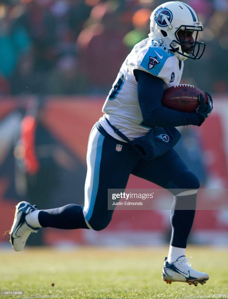 Running back Leon Washington of the Tennessee Titans in action against the Denver Broncos at Sports Authority Field Field at Mile High on December 8...