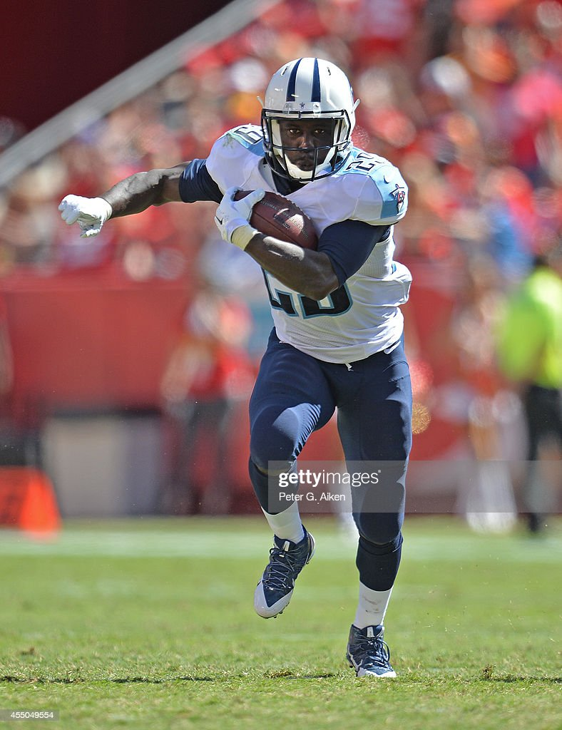 Running back Leon Washington of the Tennessee Titans rushes up field against the Kansas City Chiefs during the first half on September 7 2014 at...