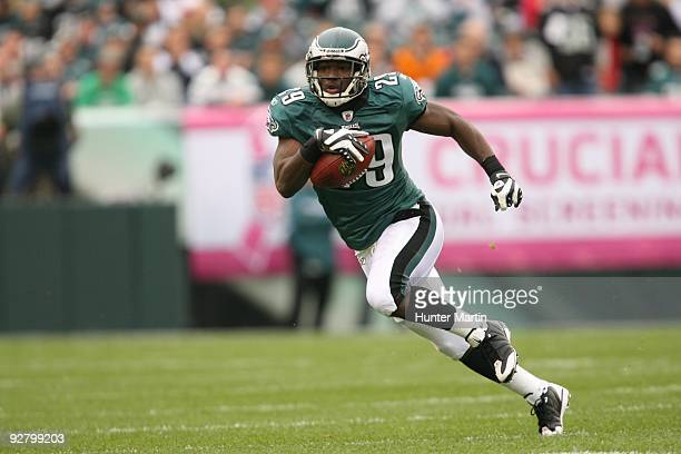 Running back LeSean McCoy of the Philadelphia Eagles carries the ball during a game against the New York Giants on November 1 2009 at Lincoln...