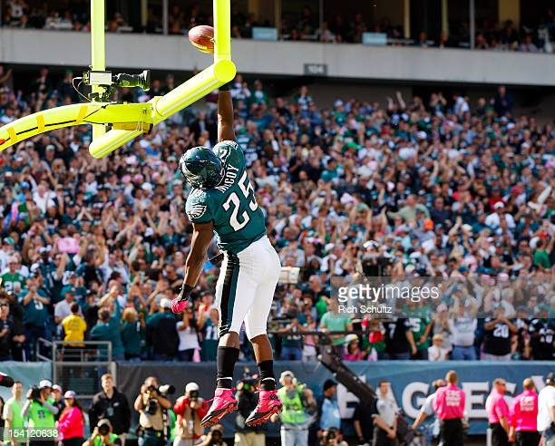 Running back LeSean McCoy of the Philadelphia Eagles dunks the ball over the cross bar of the goalpost after scoring a touchdown against the Detroit...