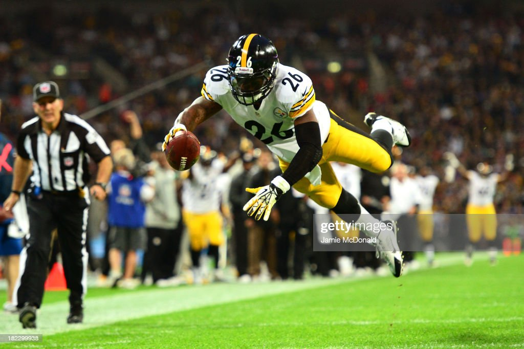 Running back <a gi-track='captionPersonalityLinkClicked' href=/galleries/search?phrase=Le%27Veon+Bell&family=editorial&specificpeople=7172698 ng-click='$event.stopPropagation()'>Le'Veon Bell</a> #26 of the Pittsburgh Steelers dives into the endzone turnover score a touchdown during the NFL International Series game between Pittsburgh Steelers and Minnesota Vikings at Wembley Stadium on September 29, 2013 in London, England.