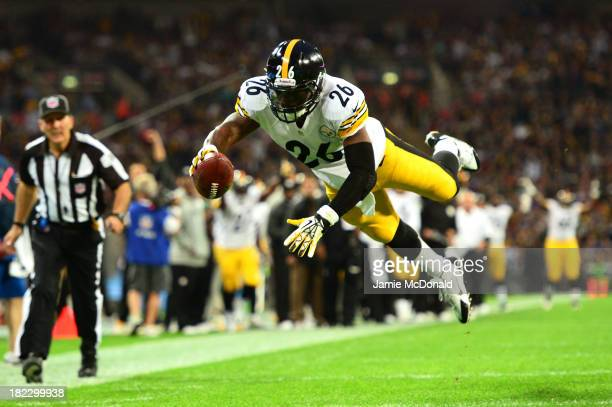 Running back Le'Veon Bell of the Pittsburgh Steelers dives into the endzone turnover score a touchdown during the NFL International Series game...