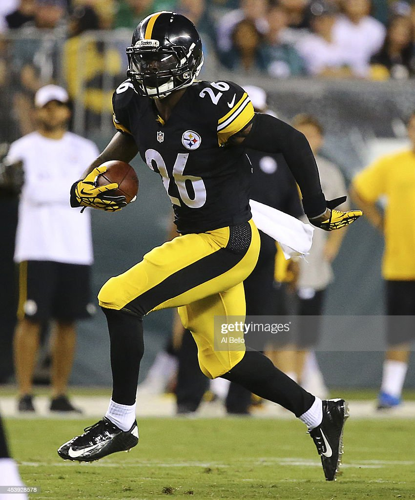 Running back Le'Veon Bell of the Pittsburgh Steelers runs the ball against the Philadelphia Eagles on August 21 2014 at Lincoln Financial Field in...