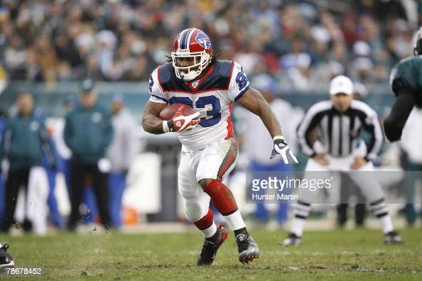 Running back Marshawn Lynch of the Buffalo Bills carries the ball during a game against the Philadelphia Eagles on December 30 2007 at Lincoln...