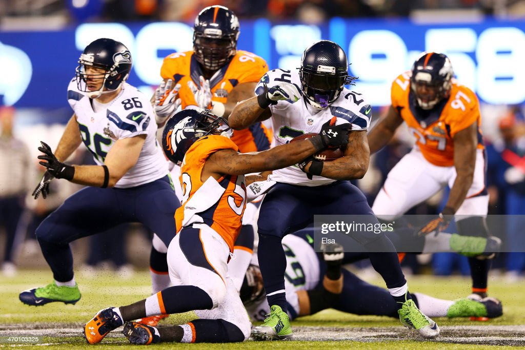 Running back Marshawn Lynch #24 of the Seattle Seahawks runs the ball during Super Bowl XLVIII against the Denver Broncos at MetLife Stadium on February 2, 2014 in East Rutherford, New Jersey.
