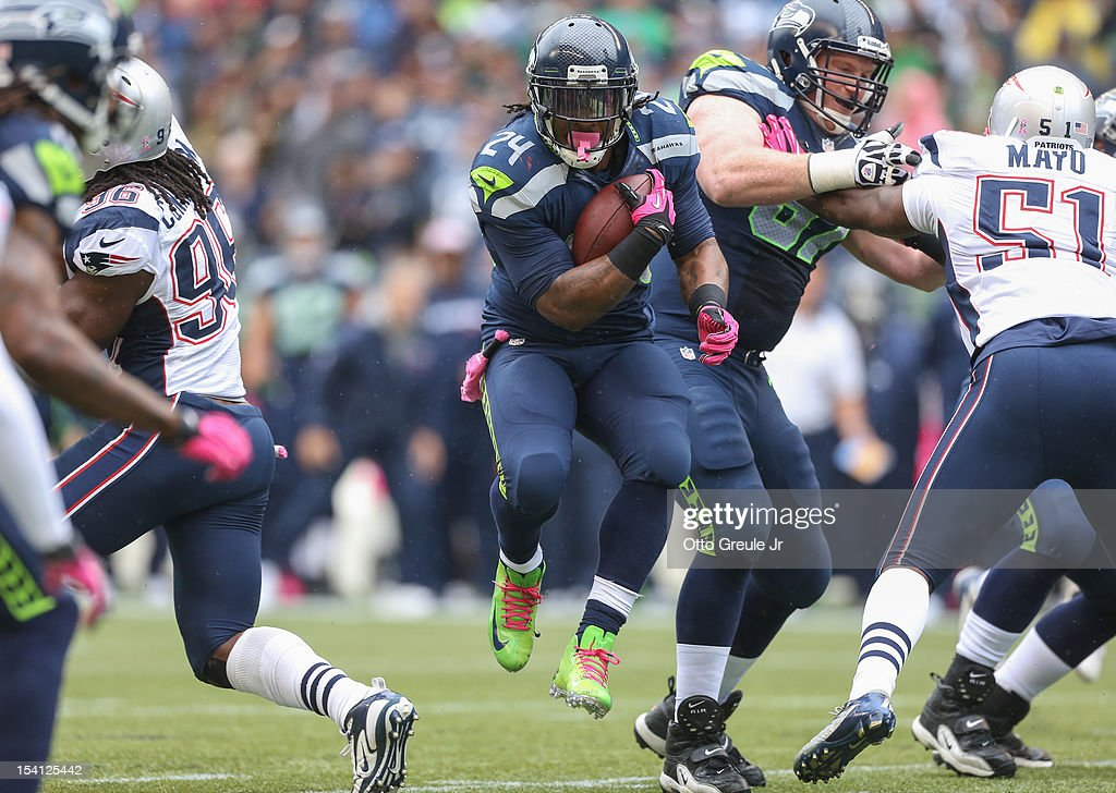 Running back <a gi-track='captionPersonalityLinkClicked' href=/galleries/search?phrase=Marshawn+Lynch&family=editorial&specificpeople=2159904 ng-click='$event.stopPropagation()'>Marshawn Lynch</a> #24 of the Seattle Seahawks rushes against the New England Patriots at CenturyLink Field on October 14, 2012 in Seattle, Washington. The Seahawks defeated the Patriots 24-23.