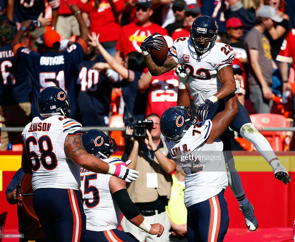 Running back Matt Forte #22 of the Chicago Bears is congratulated by teammates after catching a pass in the end zone for a touchdown during the final minute of the game against the Kansas City Chiefs at Arrowhead Stadium on October 11, 2015 in Kansas City, Missouri. The Bears defeated the Chiefs with a final score of 18-17.