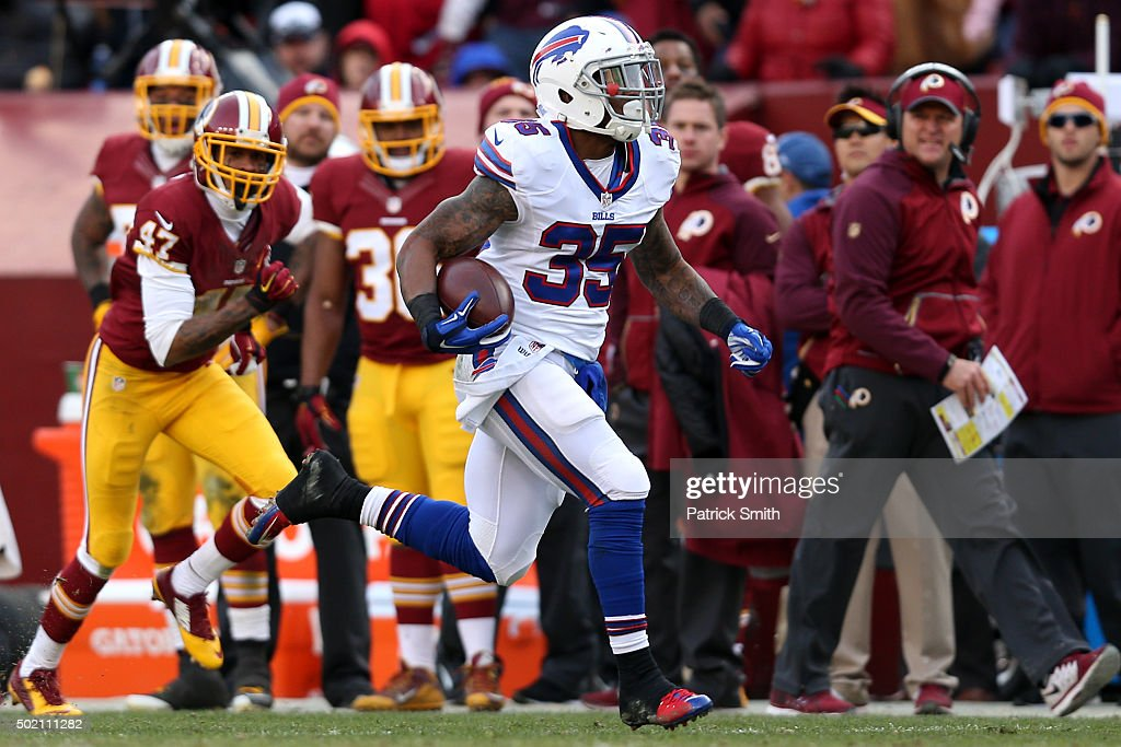 Running back <a gi-track='captionPersonalityLinkClicked' href=/galleries/search?phrase=Mike+Gillislee&family=editorial&specificpeople=7128731 ng-click='$event.stopPropagation()'>Mike Gillislee</a> #35 of the Buffalo Bills rushes past cornerback <a gi-track='captionPersonalityLinkClicked' href=/galleries/search?phrase=Quinton+Dunbar&family=editorial&specificpeople=7174564 ng-click='$event.stopPropagation()'>Quinton Dunbar</a> #47 of the Washington Redskins for a third quarter touchdown at FedExField on December 20, 2015 in Landover, Maryland.