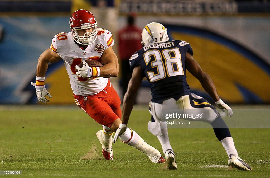 Running back <a gi-track='captionPersonalityLinkClicked' href=/galleries/search?phrase=Peyton+Hillis&family=editorial&specificpeople=2130618 ng-click='$event.stopPropagation()'>Peyton Hillis</a> #40 of the Kansas City Chiefs carries the ball against cornerback <a gi-track='captionPersonalityLinkClicked' href=/galleries/search?phrase=Marcus+Gilchrist&family=editorial&specificpeople=6250197 ng-click='$event.stopPropagation()'>Marcus Gilchrist</a> #38 of the San Diego Chargers at Qualcomm Stadium on November 1, 2012 in San Diego, California. The Chargers won 31-13.