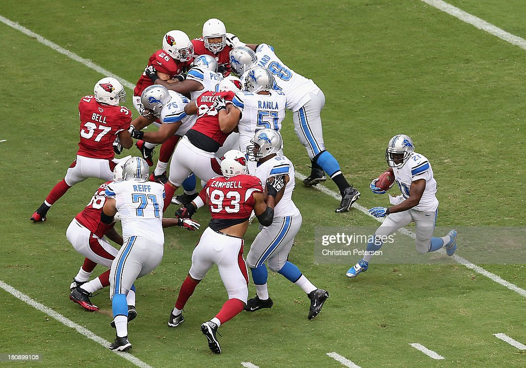 Running back <a gi-track='captionPersonalityLinkClicked' href=/galleries/search?phrase=Reggie+Bush&family=editorial&specificpeople=183392 ng-click='$event.stopPropagation()'>Reggie Bush</a> #21 of the Detroit Lions rushes the football against the Arizona Cardinals during the NFL game at the University of Phoenix Stadium on September 15, 2013 in Glendale, Arizona. The Carindals defeated the Lions 25-21.