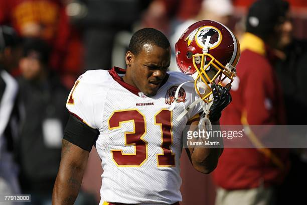 Running back Rock Cartwright of the Washington Redskins warmsup before a game against the Philadelphia Eagles on November 11 2007 at Fed Ex Field in...