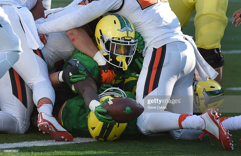 Running back Royce Freeman of the Oregon Ducks reaches the ball out for a touchdown during the second quarter of the game against the Oregon State...