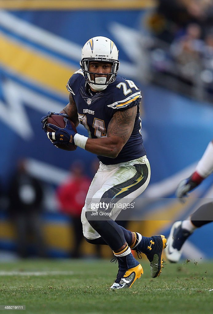 Running back <a gi-track='captionPersonalityLinkClicked' href=/galleries/search?phrase=Ryan+Mathews+-+American+Football+Player&family=editorial&specificpeople=2082832 ng-click='$event.stopPropagation()'>Ryan Mathews</a> #24 of the San Diego Chargers carries the ball against the New York Giants at Qualcomm Stadium on December 8, 2013 in San Diego, California.