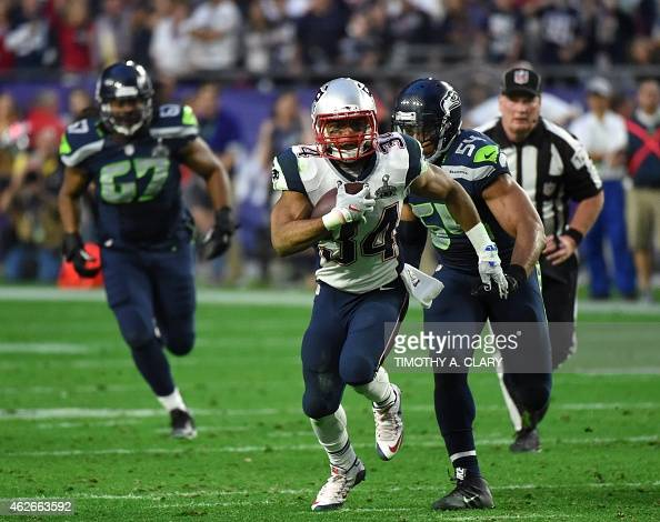 Running back Shane Vereen of the New England Patriots runs the the ball against the New England Patriots during Super Bowl XLIX at University of...