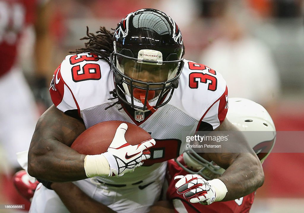 Running back <a gi-track='captionPersonalityLinkClicked' href=/galleries/search?phrase=Steven+Jackson+-+American+Football+Player&family=editorial&specificpeople=15387688 ng-click='$event.stopPropagation()'>Steven Jackson</a> #39 of the Atlanta Falcons rushes the football against the Arizona Cardinals during the NFL game at the University of Phoenix Stadium on October 27, 2013 in Glendale, Arizona. The Cardinals defeated the Falcons 27-13.