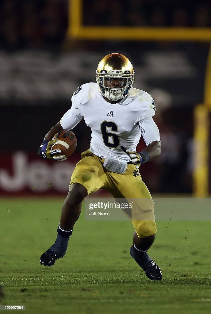 Running back Theo Riddick #6 of the Notre Dame Fighting Irish carries the ball against the USC Trojans at Los Angeles Memorial Coliseum on November 24, 2012 in Los Angeles, California.