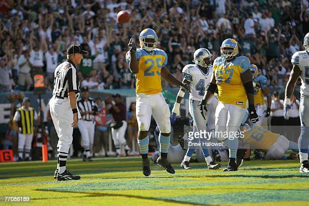 Running back Tony Hunt of the Philadelphia Eagles celebrates a touchdown during the game against the Detroit Lions on September 23 2007 at Lincoln...