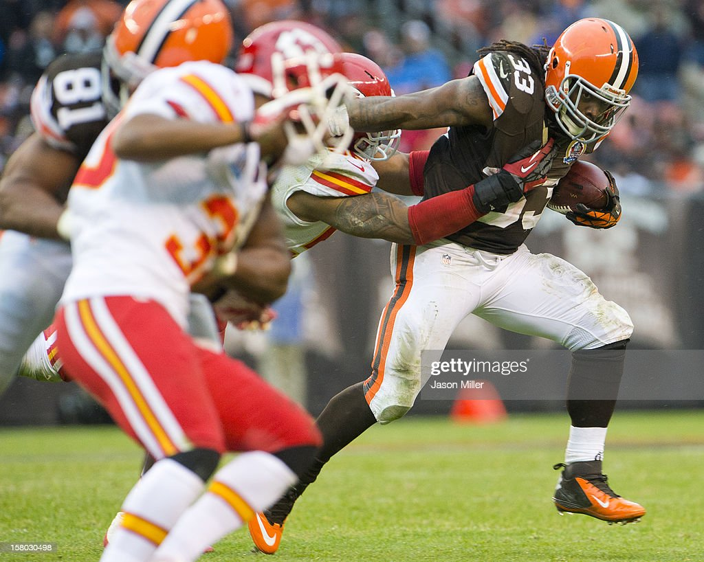 Running back <a gi-track='captionPersonalityLinkClicked' href=/galleries/search?phrase=Trent+Richardson&family=editorial&specificpeople=5653463 ng-click='$event.stopPropagation()'>Trent Richardson</a> #33 of the Cleveland Browns runs for a gain during the second half against the Kansas City Chiefs at Cleveland Browns Stadium on December 9, 2012 in Cleveland, Ohio. The Browns defeated the Chiefs 30-7.