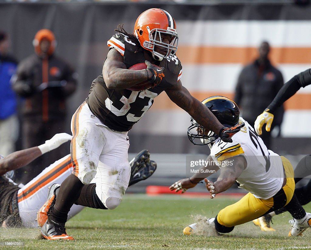 Running back <a gi-track='captionPersonalityLinkClicked' href=/galleries/search?phrase=Trent+Richardson&family=editorial&specificpeople=5653463 ng-click='$event.stopPropagation()'>Trent Richardson</a> #33 of the Cleveland Browns scores a touchdown as he runs by safety <a gi-track='captionPersonalityLinkClicked' href=/galleries/search?phrase=Ryan+Clark+-+American+Football+Player&family=editorial&specificpeople=220744 ng-click='$event.stopPropagation()'>Ryan Clark</a> #25 of the Pittsburgh Steelers at Cleveland Browns Stadium on November 25, 2012 in Cleveland, Ohio.