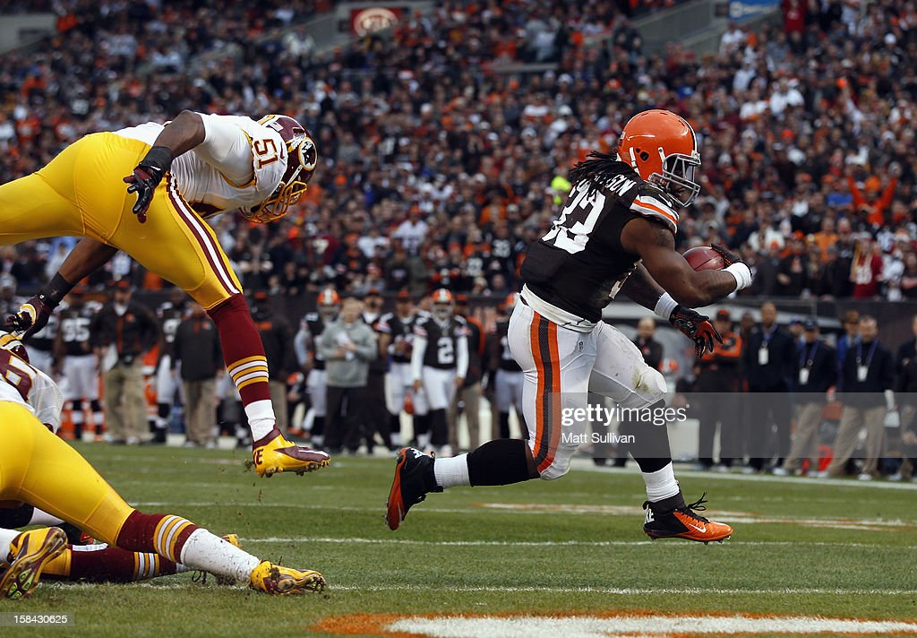 Running back Trent Richardson #33 of the Cleveland Browns scores in front of linebacker Chris Wilson #51 of the Washington Redskins at Cleveland Browns Stadium on December 16, 2012 in Cleveland, Ohio.