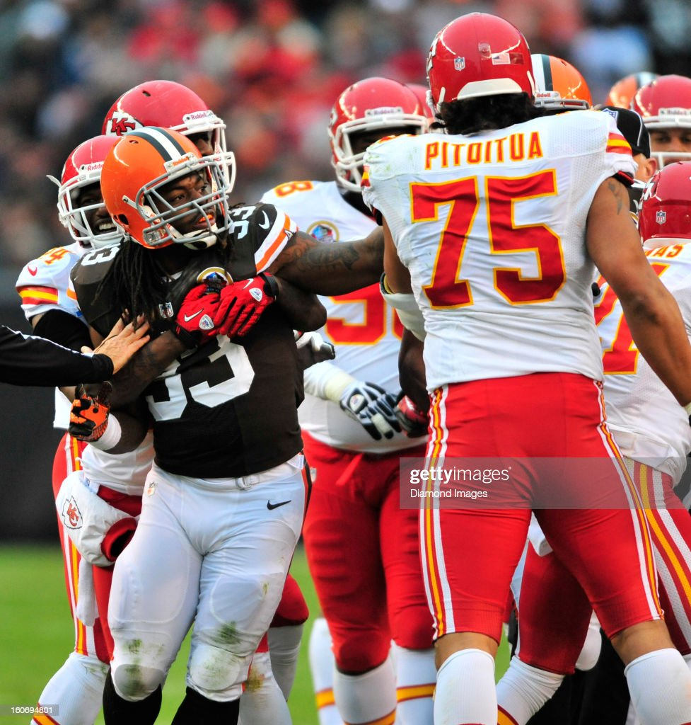Running back Trent Richardson #33 of the Cleveland Browns takes a swing at defensive linemen Ropati Pitoitua #75 of the Kansas City Chiefs during a on field skirmish during a game with the Kansas City Chiefs at Cleveland Browns Stadium in Cleveland, Ohio. The Browns won 30-7.