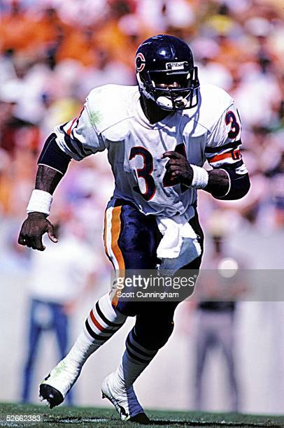 Running Back Walter Payton of the Chicago Bears runs a route against the Tampa Bay Buccaneers at Tampa Stadium on October 6 1985 in Tampa Florida The...