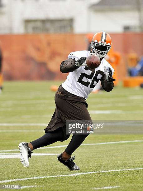 Running back Willis McGahee of the Cleveland Browns catches a pass during a practice at the Cleveland Browns training facility in Berea Ohio on...