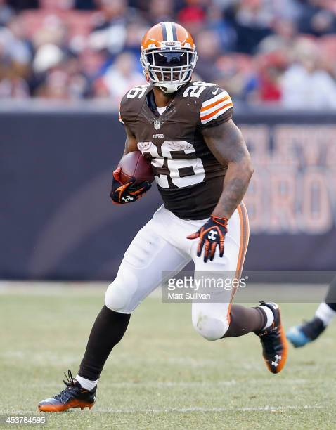 Running back Willis McGahee of the Cleveland Browns runs the ball against the Jacksonville Jaguars at FirstEnergy Stadium on December 1 2013 in...