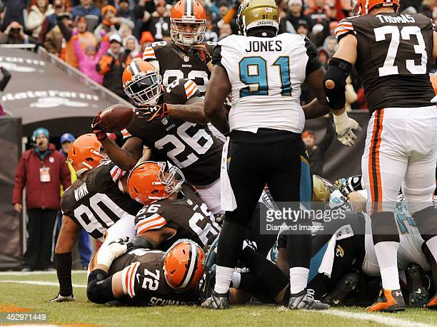 Running back Willis McGahee of the Cleveland Browns stretches the ball over the goal line for a touchdown during a game against the Jacksonville...