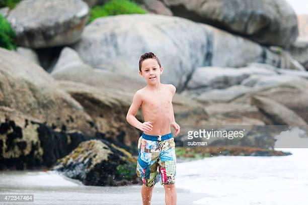 Corriendo diversión en la playa