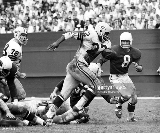 Runningback Elijah Pitts of the Green bay Packers runs the ball during a game on October 20 1963 against the St Louis Cardinals at Busch Stadium in...