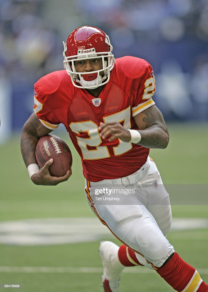 Runningback Larry Johnson #27 of the Kansas City Chiefs looks to run the ball downfield in a game against the Dallas Cowboys on December 11, 2005 at Texas Stadium in Irving, Texas.