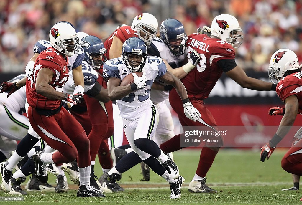 Runningback Leon Washington of the Seattle Seahawks carries the football on a 48 yard rushing touchdown against the Arizona Cardinals during the...