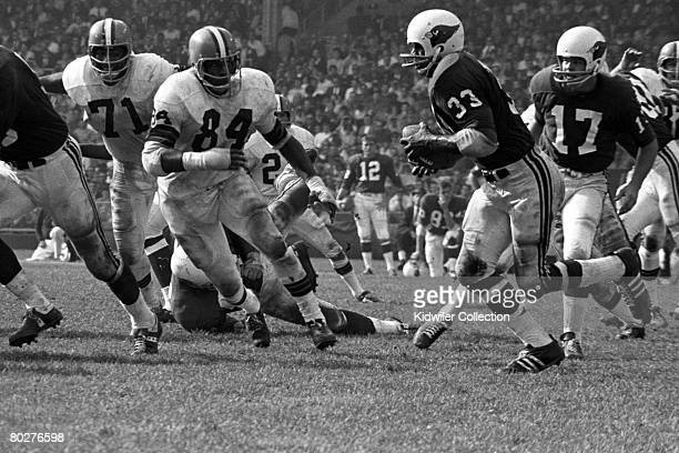 Runningback Willis Crenshaw of the St Louis Cardinals runs with ball after receiving it from quarterback Jim Hart during a game on October 13 1968...