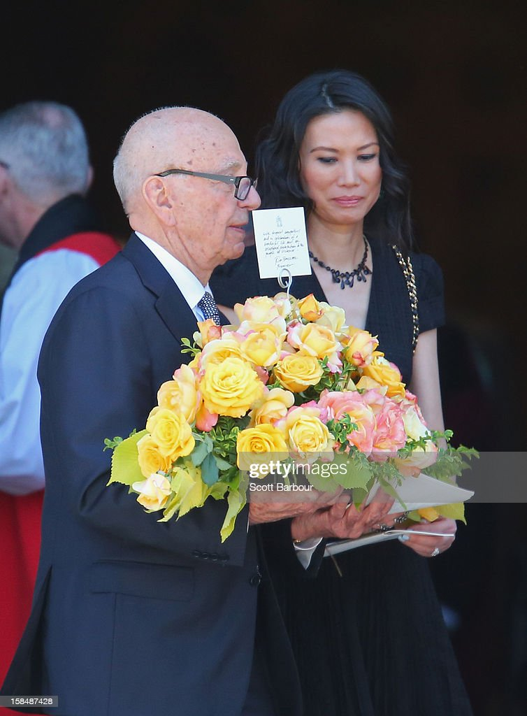 <a gi-track='captionPersonalityLinkClicked' href=/galleries/search?phrase=Rupert+Murdoch&family=editorial&specificpeople=160571 ng-click='$event.stopPropagation()'>Rupert Murdoch</a> carries flowers as he leaves with his wife <a gi-track='captionPersonalityLinkClicked' href=/galleries/search?phrase=Wendi+Deng&family=editorial&specificpeople=742624 ng-click='$event.stopPropagation()'>Wendi Deng</a> Murdoch after attending the Dame Elisabeth Murdoch public memorial at St Paul's Cathedral on December 18, 2012 in Melbourne, Australia. Dame Murdoch passed away on December 5th, aged 103.