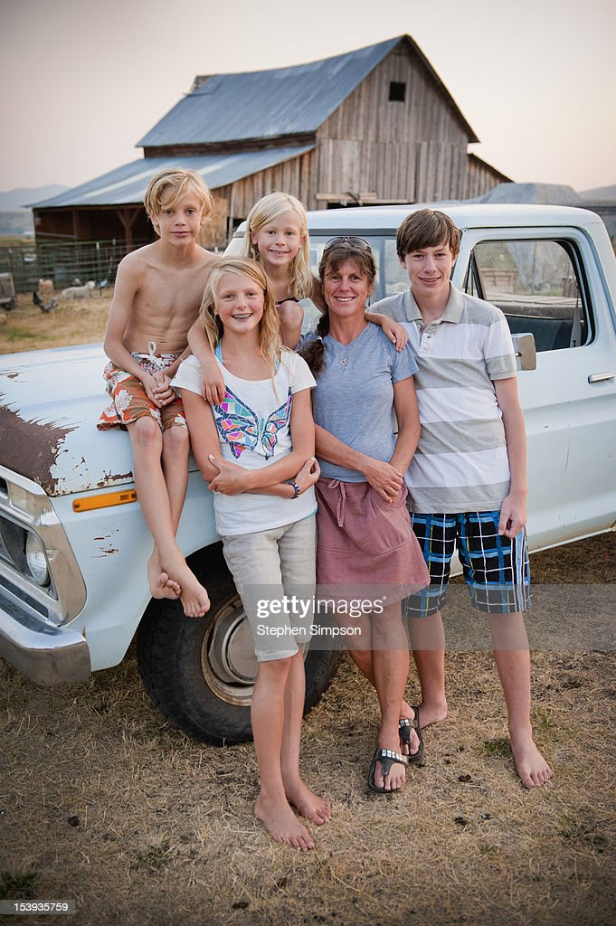 rural/country Mom with her four kids, Summer : Stock Photo