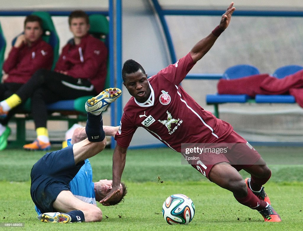 Ruslan Adzhindzhal (L) of FC Krylia Sovetov Samara is challenged by <a gi-track='captionPersonalityLinkClicked' href=/galleries/search?phrase=Wakaso+Mubarak&family=editorial&specificpeople=7523524 ng-click='$event.stopPropagation()'>Wakaso Mubarak</a> of FC Rubin Kazan during the Russian Football League Championship match between FC Krylia Sovetov Samara and FC Rubin Kazan at the Metallurg Stadion on May 10, 2014 in Samara, Russia.