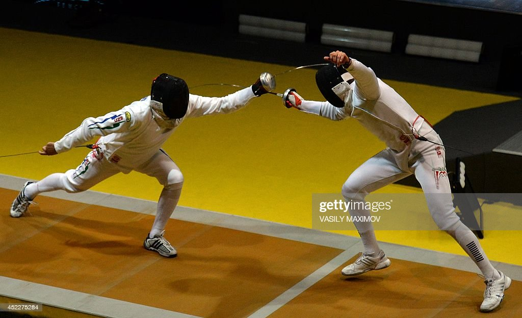 Ruslan Kudayev of Uzbekistan (L) competes against Rya Rodriguez Suarez of Mexico during the men's epee qualification competition at the 2012 World Fencing Championships in Kazan, on July 17, 2014.