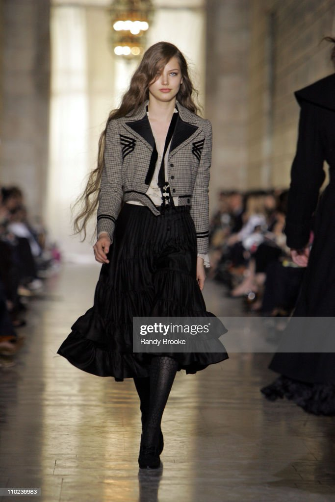 <a gi-track='captionPersonalityLinkClicked' href=/galleries/search?phrase=Ruslana&family=editorial&specificpeople=171840 ng-click='$event.stopPropagation()'>Ruslana</a> Korshunova wearing Jill Stuart Fall 2005 during Olympus Fashion Week Fall 2005 - Jill Stuart - Runway at Astor Hall, New York Public Library in New York City, New York, United States.