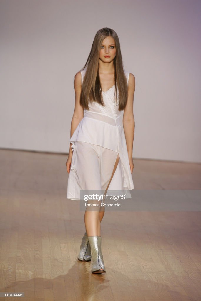 <a gi-track='captionPersonalityLinkClicked' href=/galleries/search?phrase=Ruslana&family=editorial&specificpeople=171840 ng-click='$event.stopPropagation()'>Ruslana</a> Korshunova wearing Morgane Le Fay Spring 2006