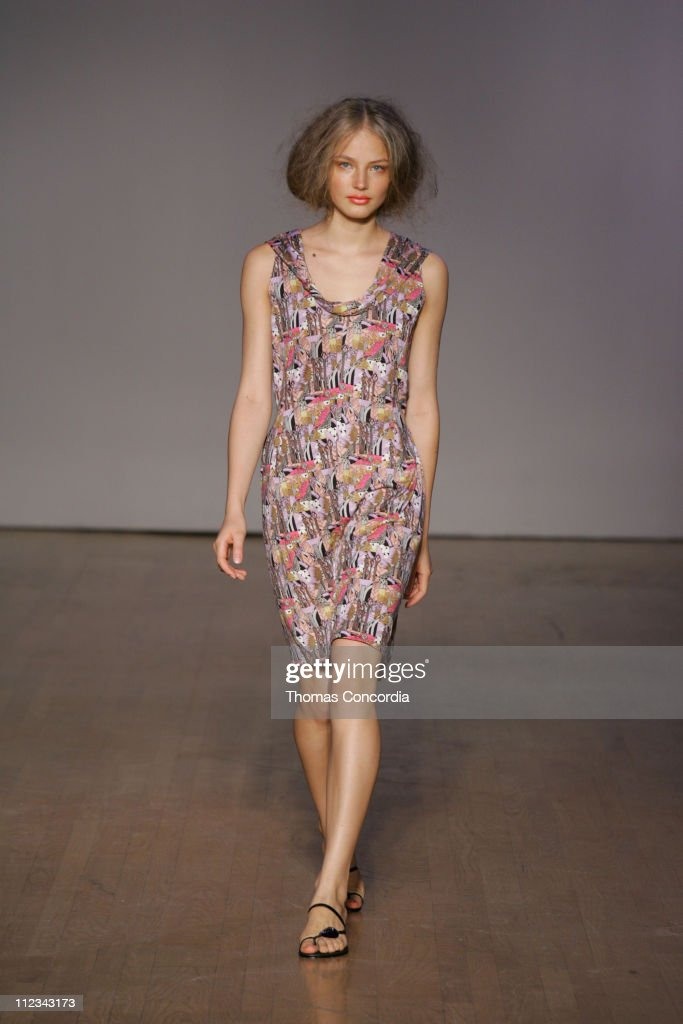 <a gi-track='captionPersonalityLinkClicked' href=/galleries/search?phrase=Ruslana&family=editorial&specificpeople=171840 ng-click='$event.stopPropagation()'>Ruslana</a> Korshunova wearing Rachel Comey Spring 2006
