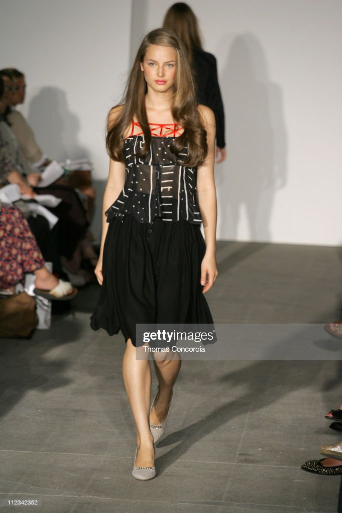 <a gi-track='captionPersonalityLinkClicked' href=/galleries/search?phrase=Ruslana&family=editorial&specificpeople=171840 ng-click='$event.stopPropagation()'>Ruslana</a> Korshunova wearing United Bamboo Spring 2006