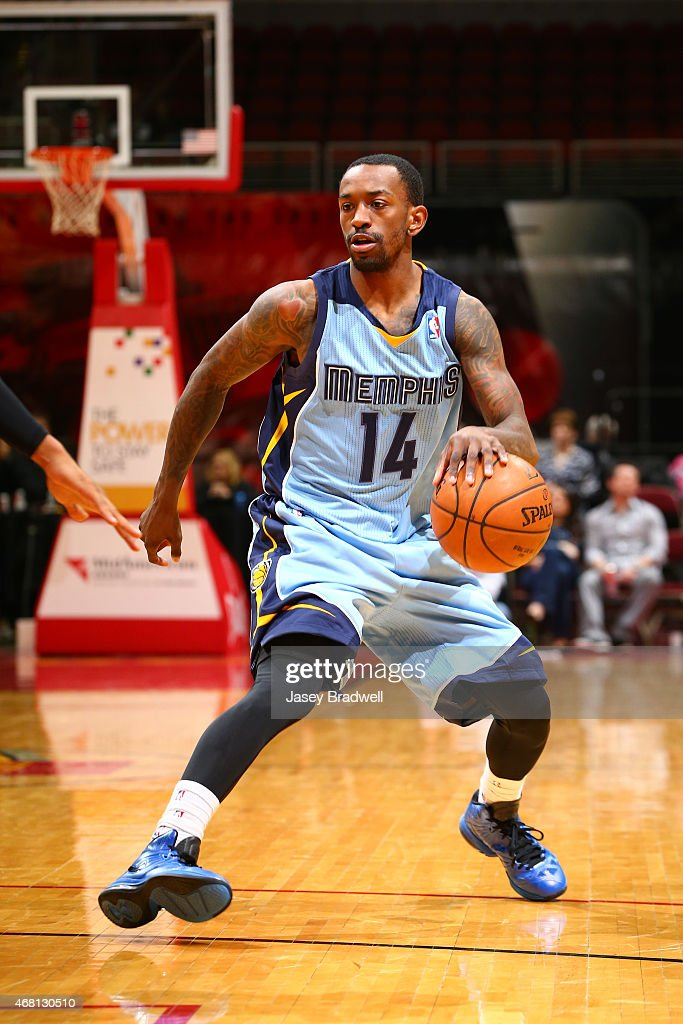 <a gi-track='captionPersonalityLinkClicked' href=/galleries/search?phrase=Russ+Smith+-+Basketballer&family=editorial&specificpeople=10584261 ng-click='$event.stopPropagation()'>Russ Smith</a> #14 of the Iowa Energy handles the ball against the Canton Charge in an NBA D-League game on March 28, 2015 at the Wells Fargo Arena in Des Moines, Iowa.