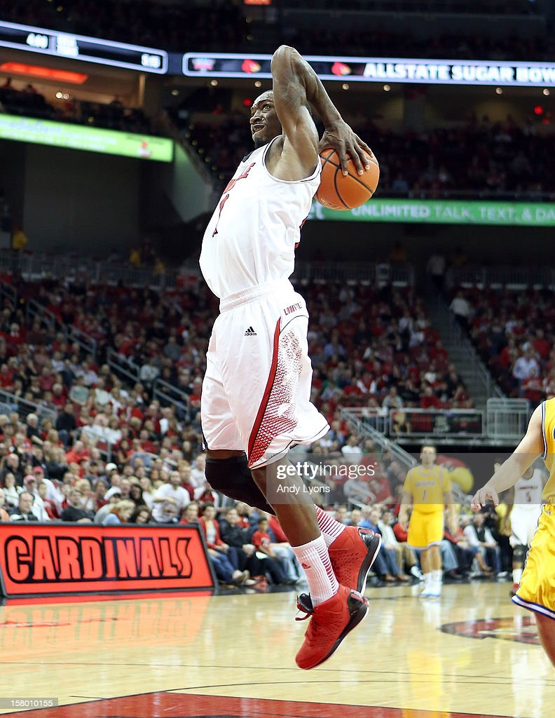Russ Smith #2 of the Louisville Cardinals dunks the ball during the game against the Missouri-Kansas City Kangaroos at KFC YUM! Center on December 8, 2012 in Louisville, Kentucky. Louisville won 99-47.